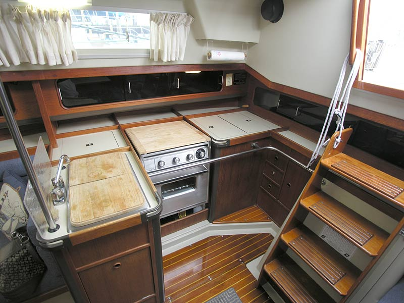 C&C 37 1984 for Sale by Jan Guthrie Yacht Brokerage