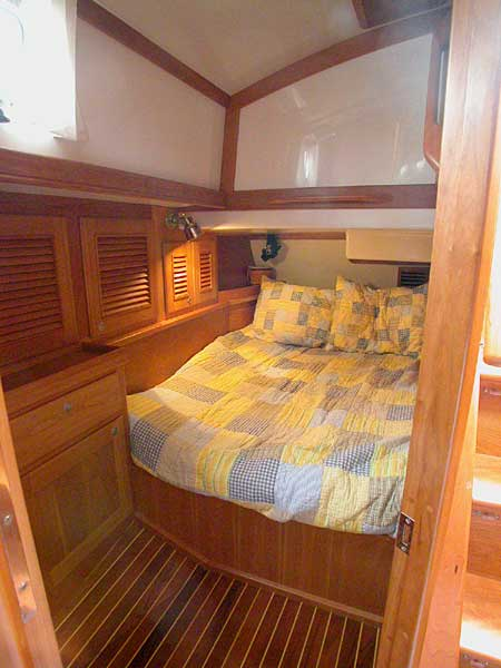 Gozzard 44 guest aft stateroom