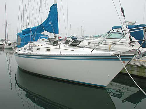 1984 Hunter 34 sailboat waiting at the dock ........ This is a nice boat in ...