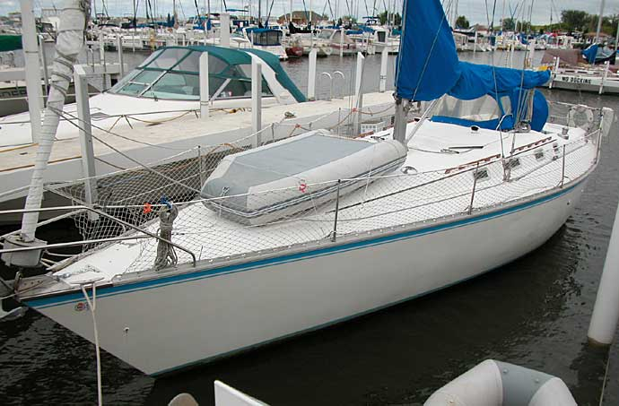 Hunter 40 sailboat A great liveaboard layout with two private staterooms and ...