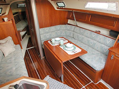 Pearson 31-2 gracious salon. Courtesy www.buy-a-boat.com