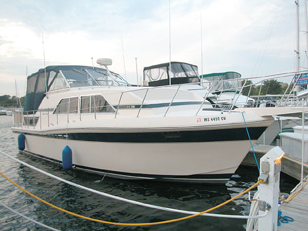 1983 Chris Craft 381 Aft Cabin, Motoryacht for Sale by Jan